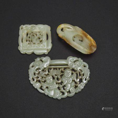 A Group of Three Reticulated Jade Carvings, 青白玉雕童子持莲锁片 螭龙衔灵芝纹佩 螭龙海水纹牌一组三件, largest 2.6 x 3.5 in — 6.