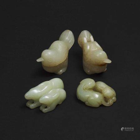 A Jade 'Twin Badger' Group, a Rabbit Group, and a Pair of 'Magpie' Boxes and Covers, 玉雕双獾 双兔摆件 玉雕喜鹊盒