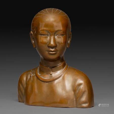 ÉCOLE VIETNAMIENNE (DEUXIÈME MOITIÉ DU XXE SIÈCLE)BUSTE D'UNE ÉLÉGANTE DE SAÏGONen bronze à pat