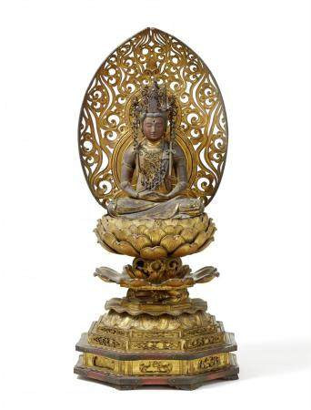 Une grande figure en bois laqué et doré de Miroku Bosatsu. Période Edo, 18e siècle ou avant  As