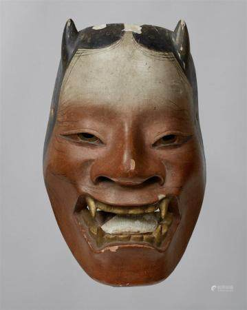 Un bois peint sans masque de type Namanari. Période Edo  Masque d'un démon féminin au visage pr