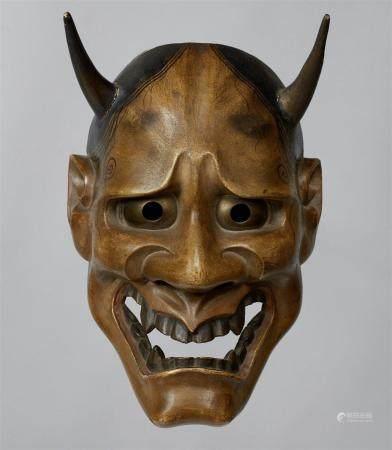 Un bois peint sans masque de type Hannya. XIXe siècle  Le démon féminin aux longues cornes, aux