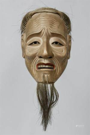 Un bois peint sans masque de type Kojo. Début du XXe siècle  Masque d'un homme ancien avec des