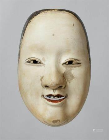 Un bois peint sans masque de type Magojiro. XXe siècle  Masque d'une jeune femme au nez large e