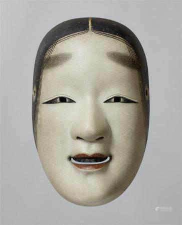 Un bois peint sans masque de type Ko-omote. XXe siècle  Masque d'une jeune femme aux yeux longs
