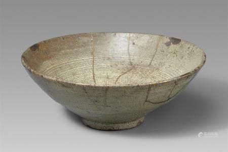 Un chawan d'été Karatsu. Momoyama/début de la période Edo  De forme conique large avec de fines