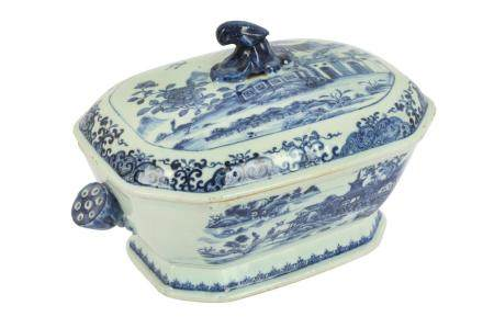 An 18th century Chinese blue and white porcelain tureen and cover,