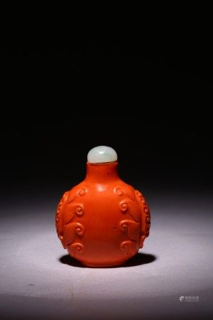 A CHINESE RED CORAL CARVED SNUFF BOTTLE
