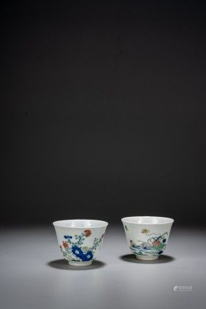 A PAIR OF WUCAI 'FLOWERS AND POEM' CUPS