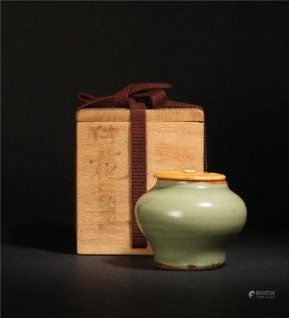 元代 龍泉窯青磁茶罐