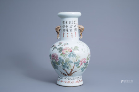 A Chinese qianjiang cai vase with floral design, 19th/20th C.