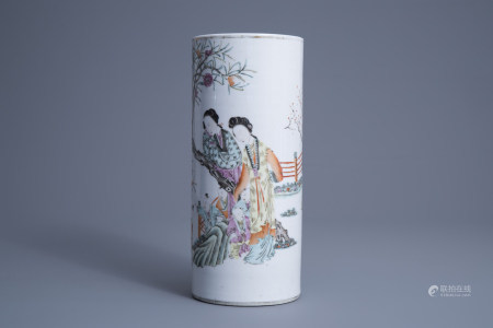 A Chinese qianjiang cai hat stand with figures in a flower garden, 19th/20th C.