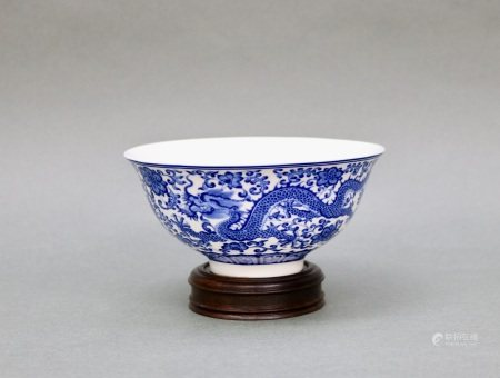青花龍紋碗帶乾隆年款
