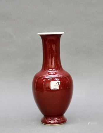 清 紅釉鳳尾瓶帶康熙年
