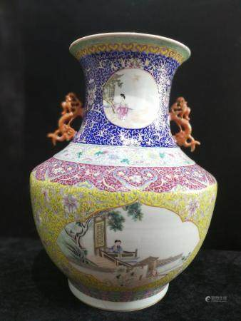 a chinese famille rose vase Qian Long Mark