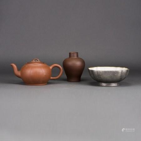 LOT OF 3, A GROUP OF CHINESE ZISHA TEAPOT, JAR AND BOWL