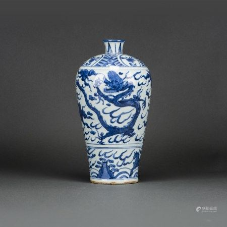 CHINESE BLUE AND WHITE 'DRAGON AND PHOENIX' VASE, MEIPING