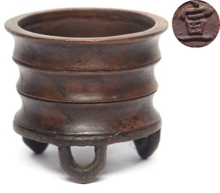 銅弦紋三足爐 - '宣' 款