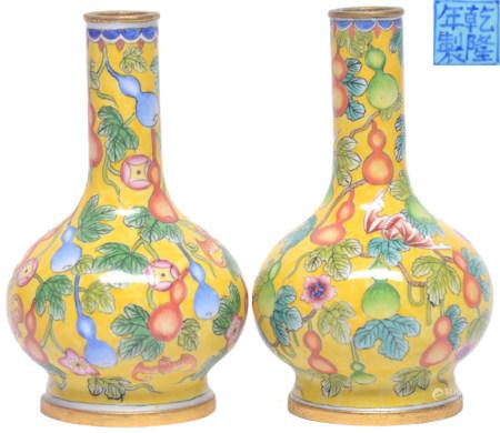 銅胎加彩瓜瓞綿綿瓶一對 - '乾隆年製' 款