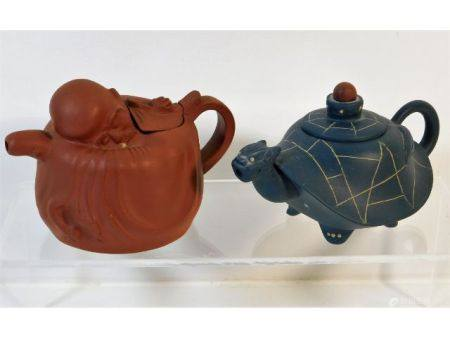 Two small Chinese Yixing teapots, largest 5.75in a