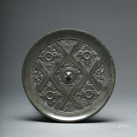 A Geometric Prism Bronze Mirror of Han Dynasty