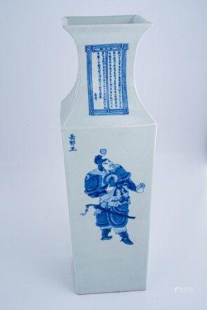 清中期 青花大型无双谱人物方瓶