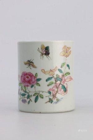 清代雍正时期 粉彩蝴蝶花卉图笔筒