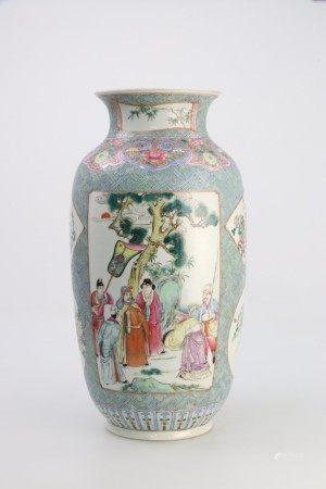 清代19世纪 粉彩开光人物花卉博古图灯笼瓶