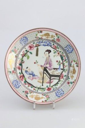 雍正时期 粉彩胭脂水士女婴孩花卉盘