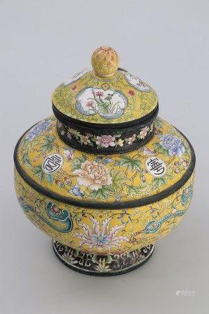清乾隆 銅胎珐琅彩黃地花卉如意紋盖罐