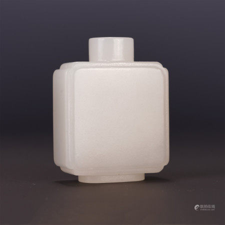 A CHINESE WHITE JADE SQUARE SNUFF BOTTLE
