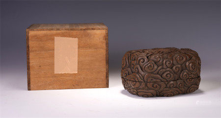 A CHINESE AGARWOOD YUN LONG CARVEN LIDDED BOX