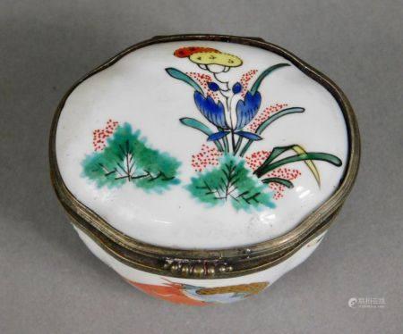 CHANTILLY - XVIIIème s. ENCRIER et son PRÉSENTOIR en porcelaine tendre à décor [...]