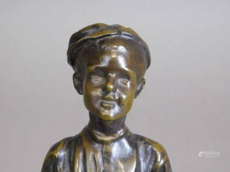 D'après José CARDONA (1878-1923) - Le petit fumeur STATUETTE en bronze à patine [...]