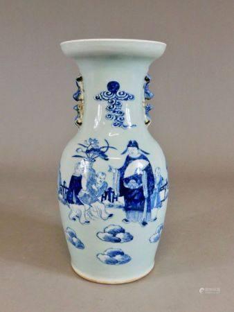 CHINE - XXème s. Réunion de deux VASES de forme balustre en porcelaine à décor en [...]