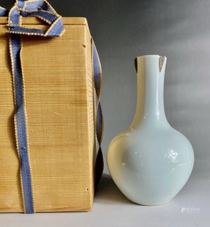 清  雍正单色釉赏瓶