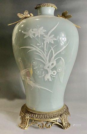 清  乾隆单色釉花卉赏瓶