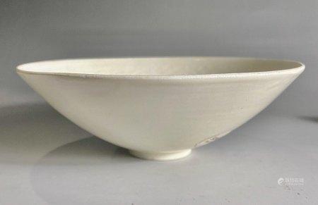 宋  定窑花卉纹碗