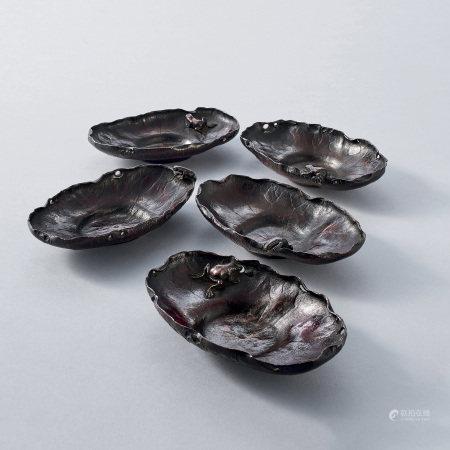 初代琢齋斑紫銅蓮蛙式茶托(付三代六代琢齋識箱)