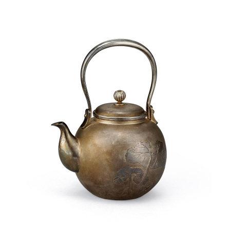 竹谷製純銀蓮圖壺