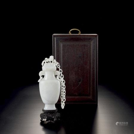 清中期 墨玉獅鈕活環耳鏈瓶
