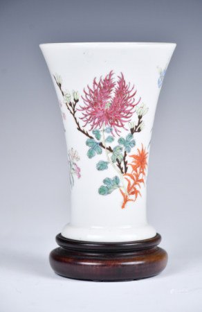 A Famille Rose 'Floral' Wine Cup w/box, Hong Xian Mark