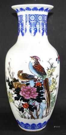 gr. China-Vase mit Vogeldekor