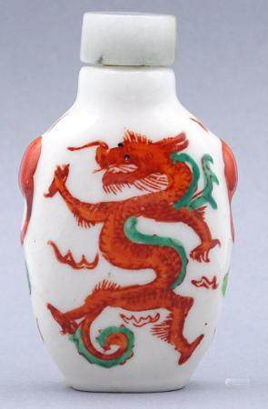 Snuff-Bottle, roter Drache, China