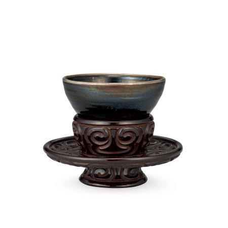 宋、元 灰被天目茶碗 剔犀如意紋盞托