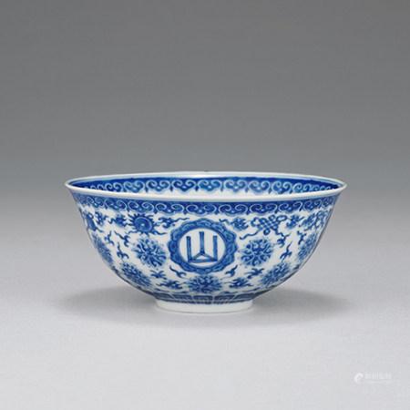 清 青花山高水長八寶紋碗