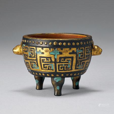 清 仿古銅釉夔龍紋鼓形三足爐