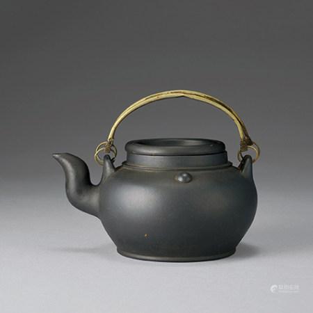 紫砂銅梁壺