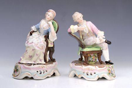 Porzellanfigurenpaar, deutsch, um 1890, galantes Paar auf passenden Stühlen sitzend [...]
