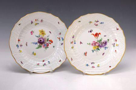 Paar Teller, Meissen, Neubrandenstein, 30/40er Jahre, Blumenbukettdekor mit Insekten [...]